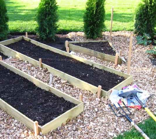 Perfiles de madera - Como hacer un huerto en el jardin ...